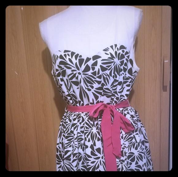 Elle Dresses & Skirts - Elle cocktail dress B3